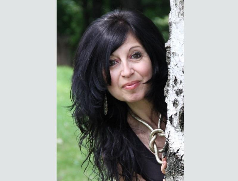 """Добричлийка представя дебютната си книга """"Шепа светулки"""" в столицата"""