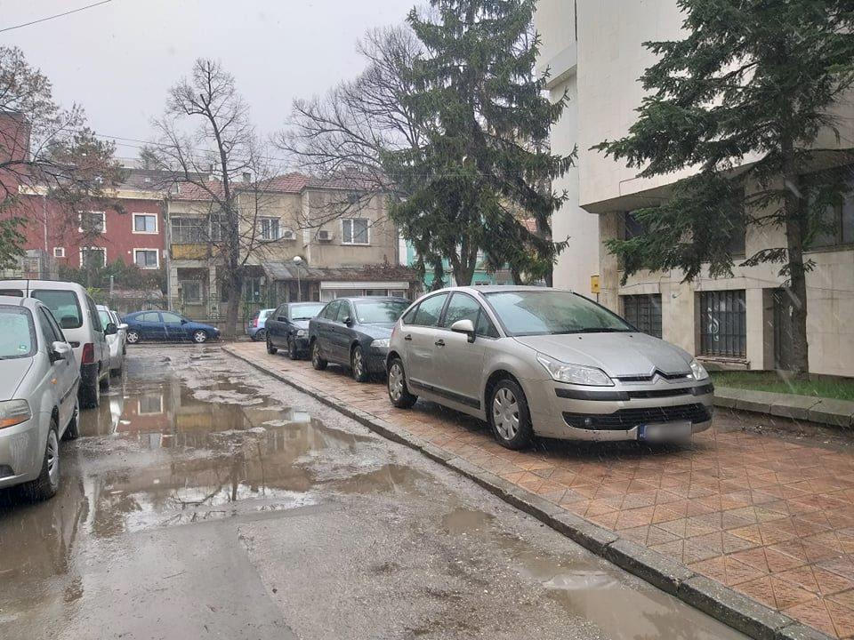 На шест места могат да се подават сигнали за неправилно паркиране в Добрич