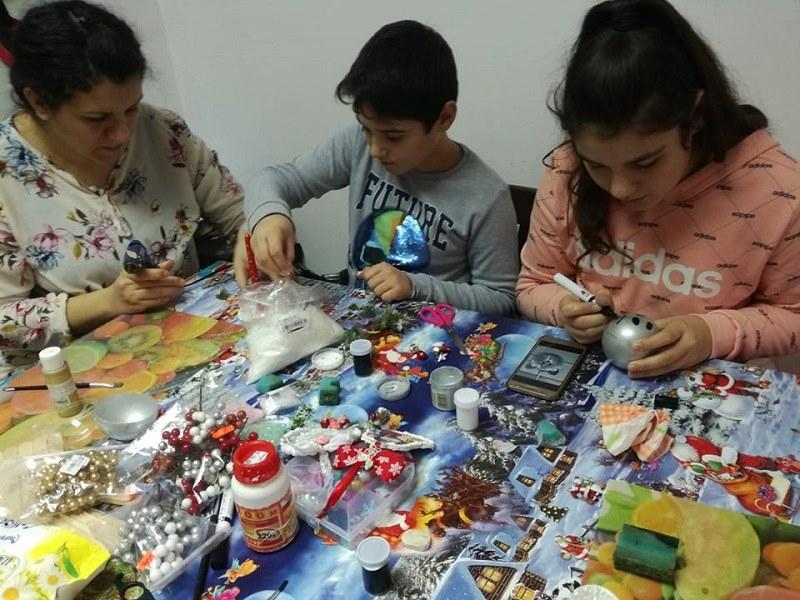Детска работилничка обособи в част от магазина си майка от Добрич