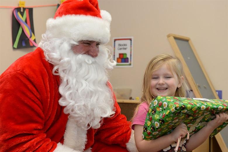 Дядо Коледа ще зарадва децата в Отделението по педиатрия в МБАЛ - Добрич