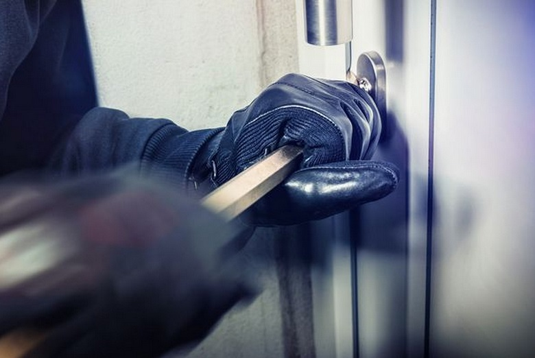 Един тон слънчогледови пелети откраднаха от къща в с. Приморци