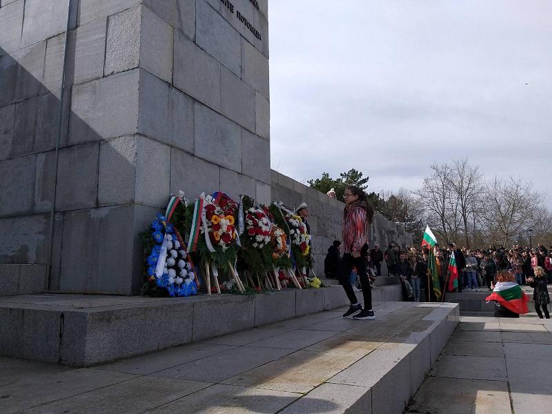 Добрич се поклони пред паметта на загиналите за свободата на България (+СНИМКИ)