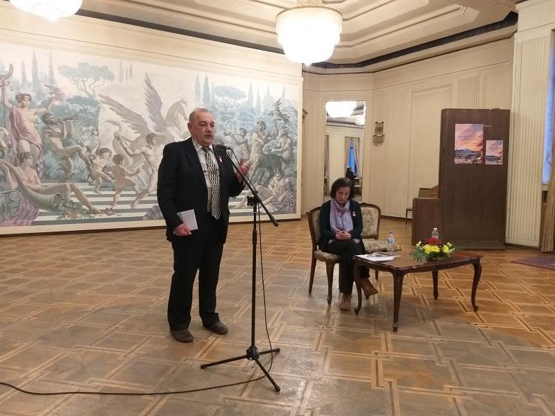 Любомир Сивков представи първата си книга, събрала различни истории от пъстрия свят