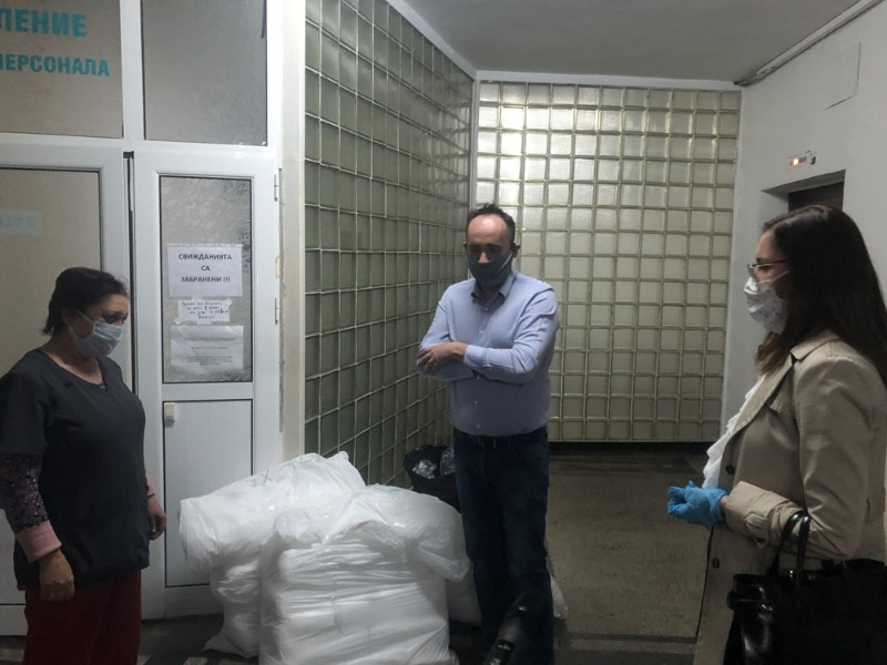 Общинските съветници от МК ГЕРБ (СДС) дариха защитни облекла на Инфекциозното отделение в МБАЛ - Добрич