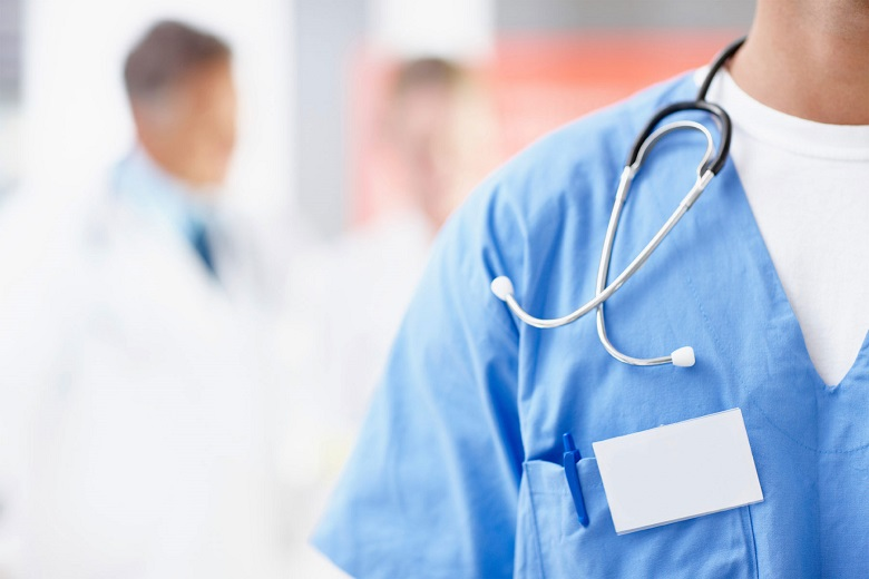 Възобновяват имунизациите, женските и детските консултации