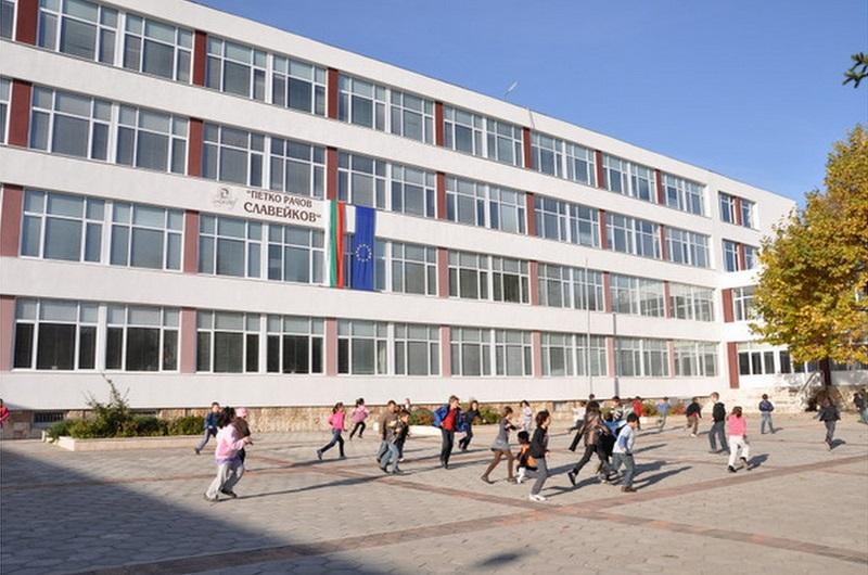 """С разнообразни занятия ученици от СУ """"П.Р. Славейков"""" отбелязват Гергьовден"""