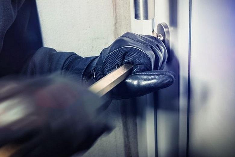 Мъж от Добрич извърши взломна кражба от магазин за хранителни стоки