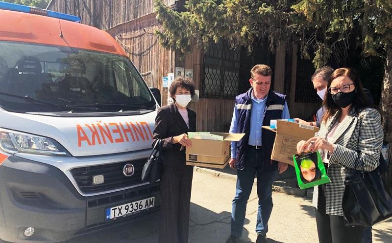 Общинските съветници от ГЕРБ (СДС) дариха лични предпазни средства за екипа на ЦСМП в Добрич