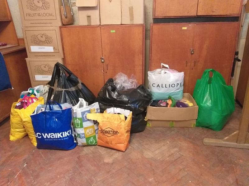 Доброволци отново занесоха дрехи и обувки на деца в неравностойно положение, обучаващи се в училището в с. Победа