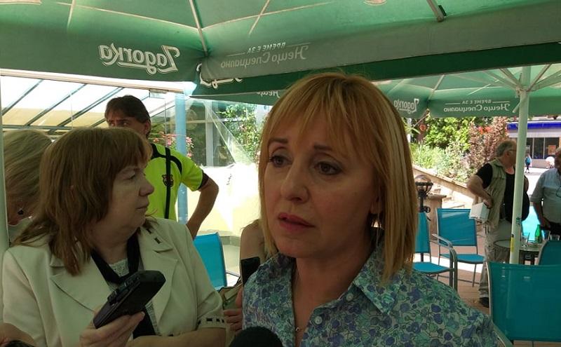 Мая Манолова в Добрич: Не съм получавала финансиране от Васил Божков