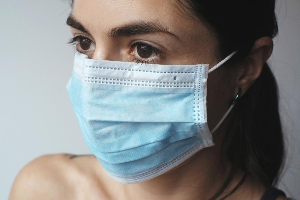 От днес носенето на предпазна маска на всички закрити обществени места е задължително