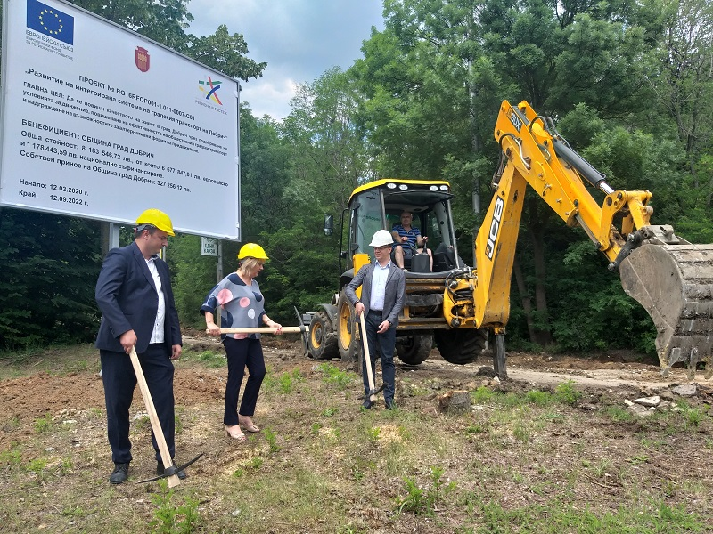 """Със символична първа копка поставиха началото на проекта за реконструкция на бул. """"Добричка епопея"""""""