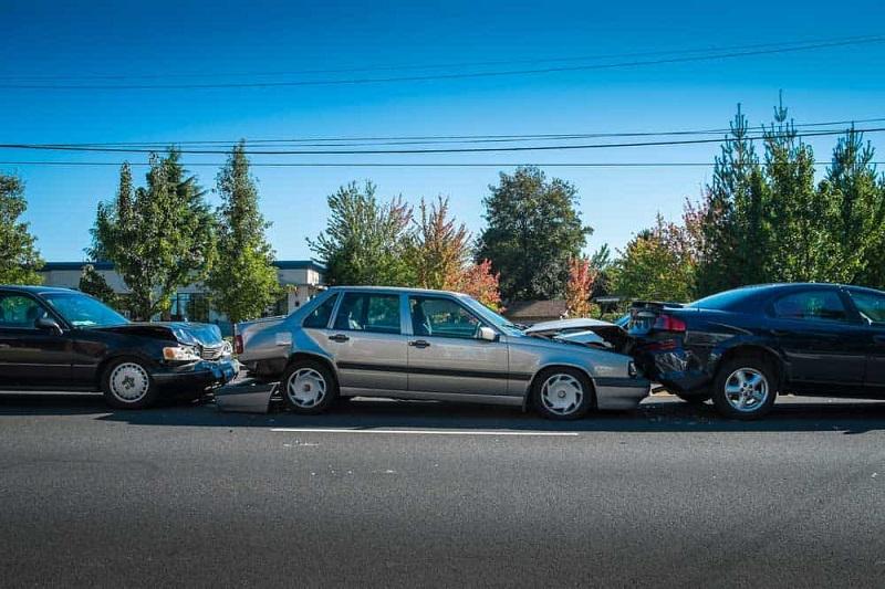 Три автомобила се блъснаха в Добрич