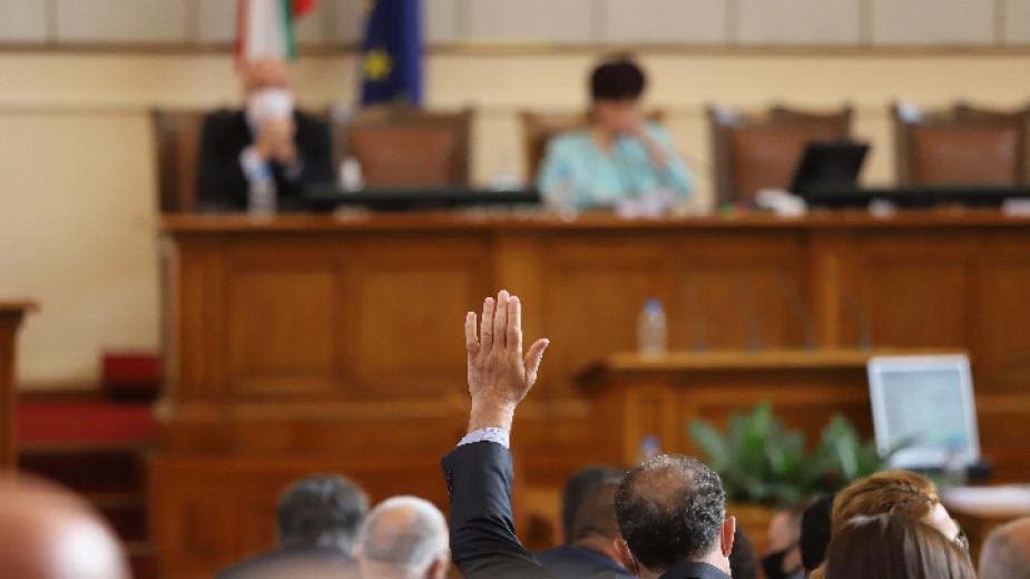 Двама нови депутати положиха клетва в Народното събрание