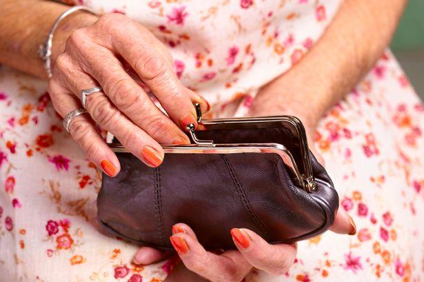 Изплащането на пенсиите и добавка от 50 лева започва от 7 август