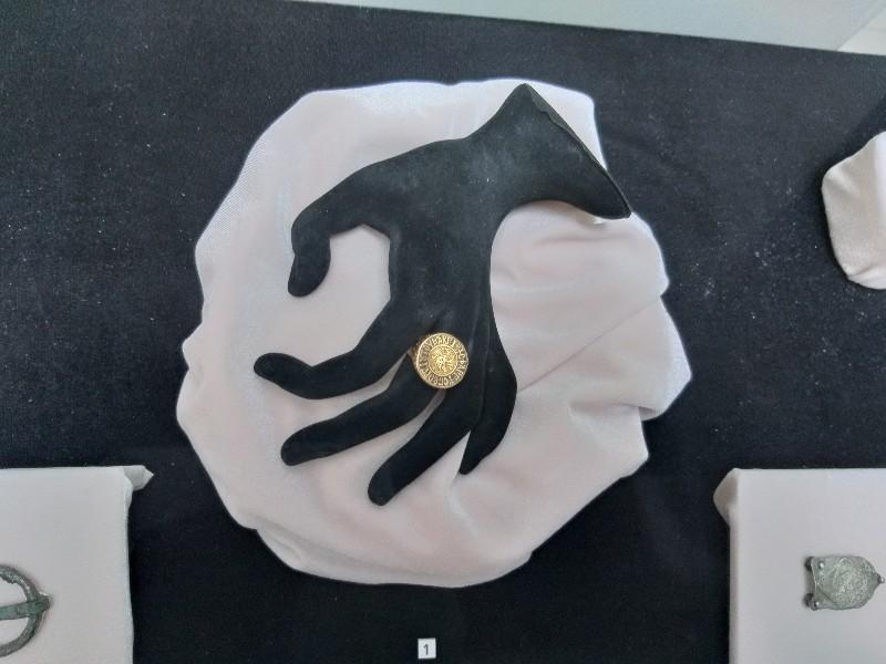 Уникалния златен пръстен, открит при разкопките на Калиакра, представят в изложба в Каварна