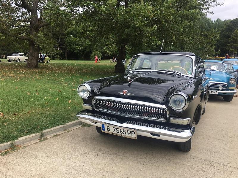 Над 100 атрактивни возила представят на ретро парада в Добрич (+СНИМКИ)