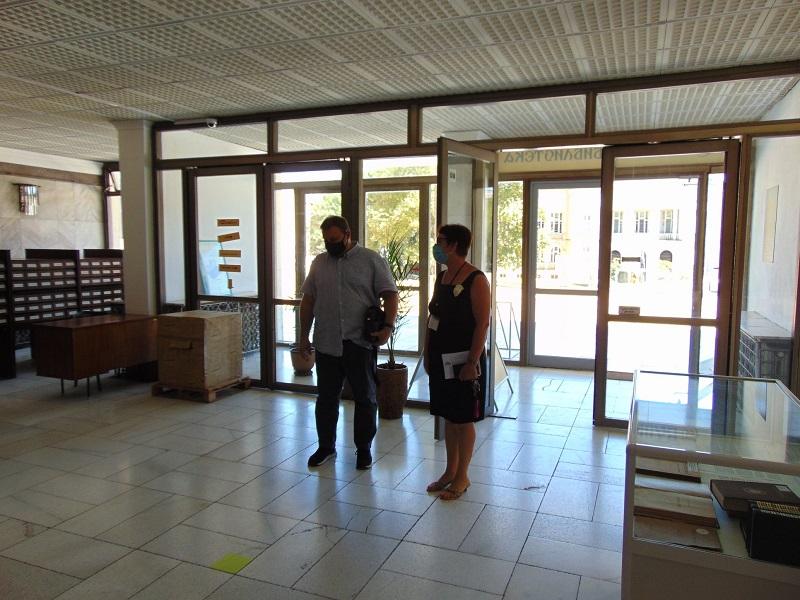 Евродепутатът Емил Радев посети библиотеката в Добрич