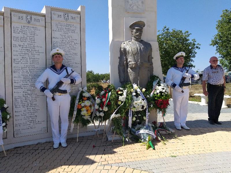 Жители и гости на Община Добричка се преклониха пред паметта на героите, загинали в Добричката епопея