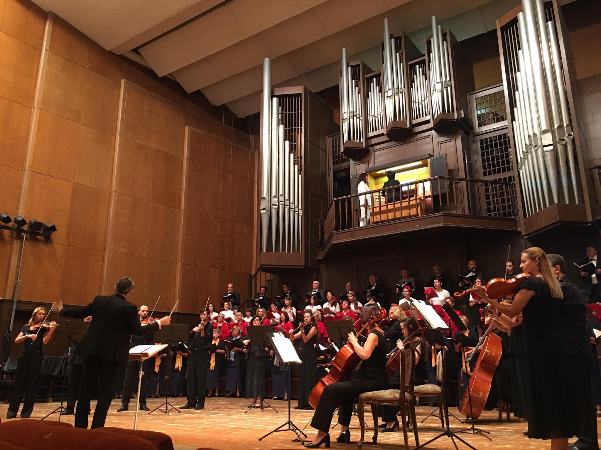 Добрички певци и музиканти представиха съвместни изпълнения на тържествената сесия на ОбС