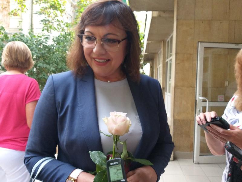 Нинова с призив към напусналите БСП да излязат от парламента
