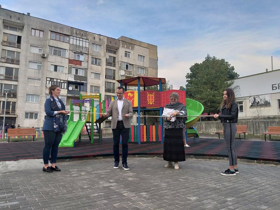 Ремонтирани са шест улици и четири детски площадки в Добрич по проект