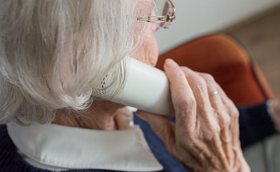 82-годишна каварненка даде 3900 лева на телефонен измамник