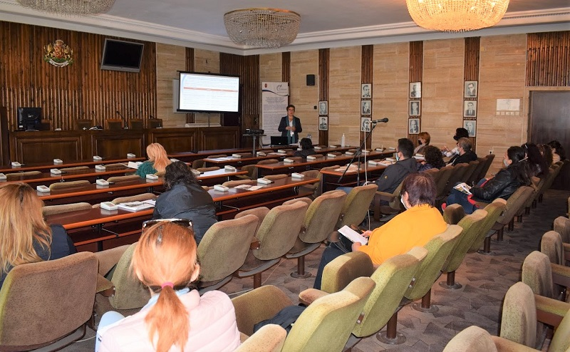 ОИЦ-Добрич представи актуалните и планирани процедури за запазване и осигуряване на заетост пред работодатели в Добрич