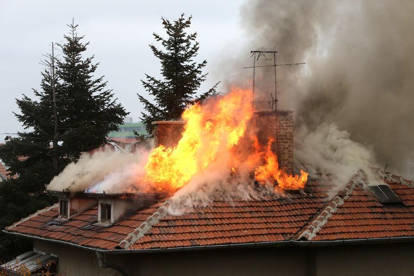 50-годишен мъж пострада при пожар в къща в Добрич