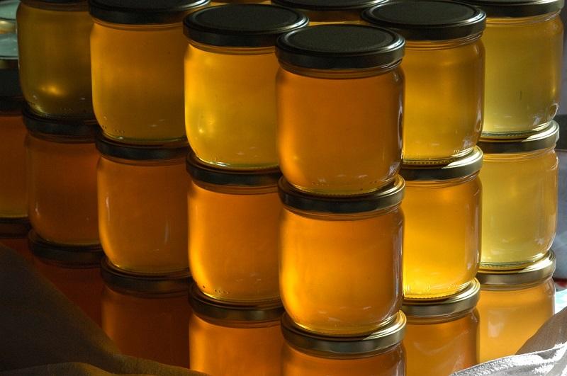 Задигнаха 100 кг мед от частен имот с. Карапелит