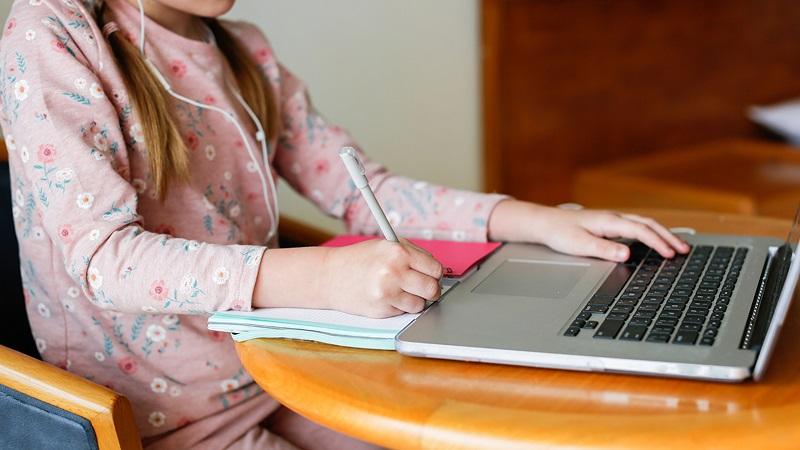 Училището в село Батово преминава към обучение в електронна среда