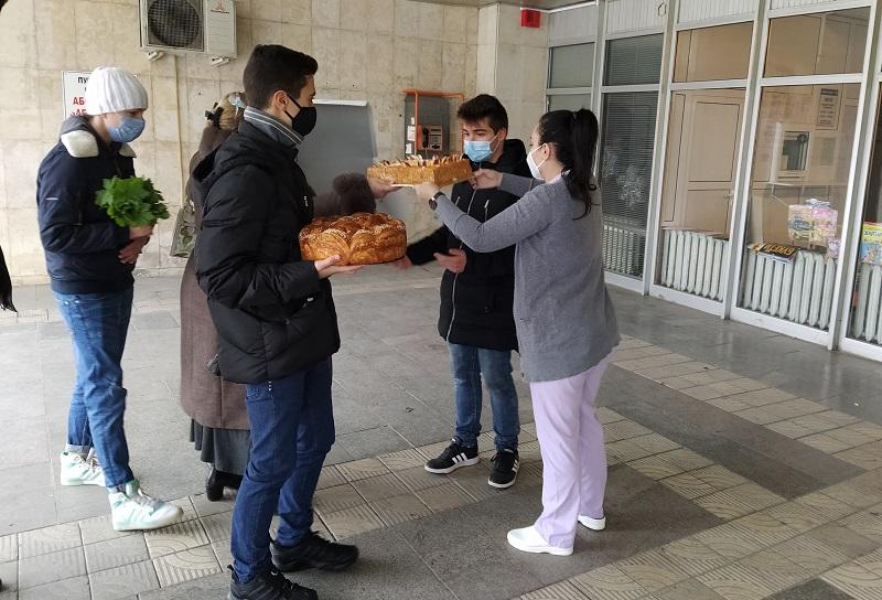 Ученици от Добрич с жест към медиците на първа линия в Деня на християнското семейство