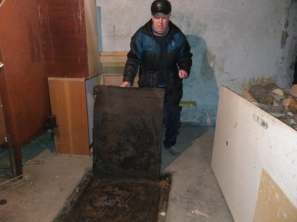 """Проблем с канализацията пълни с отходни води мазета в ЖК """"Иглика"""" в Добрич"""