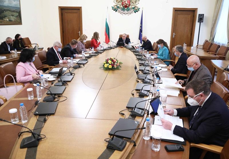 Осигурени са допълнителни 40 млн. лв за заетостта в туризма и транспорта