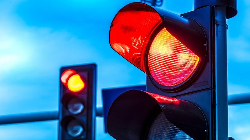 Нов светофар ще подсигури нормалния поток от хора и автомобили в района на пазара