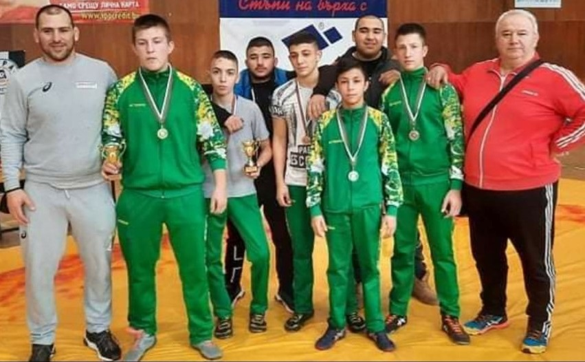 "С пет медала влязоха в 2021 година борците от СК ""Добруджански юнак"""