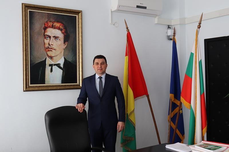 Валентин Димитров: Народът тачи този ден от древни времена и почита до днес грижите и радостта към новородените