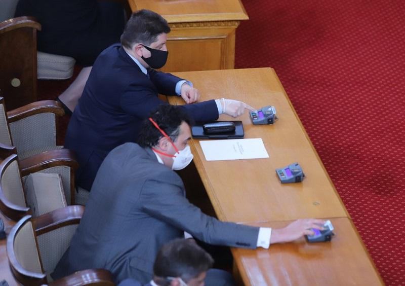 Хората под карантина ще гласуват в мобилни секции