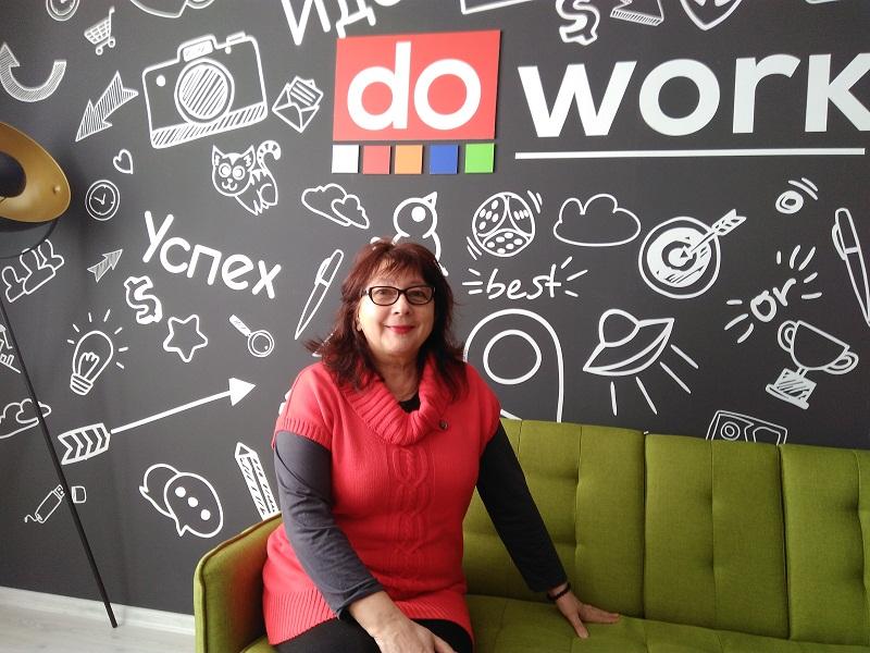 Весела Панчева: Онлайн обучението не ни уплаши, но смяната на режима на преподаване стресира и учители, и ученици