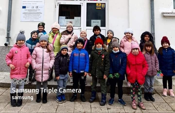 """Близо 800 лева събраха учениците от ОУ """"Стефан Караджа"""" от благотворителния мартенски базар"""