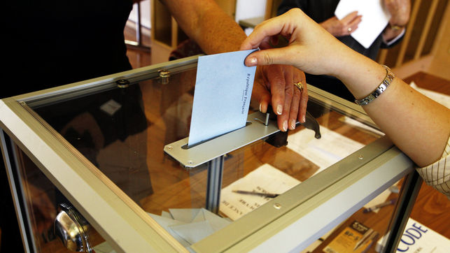 Демократична България регистрира листата си за предстоящите избори