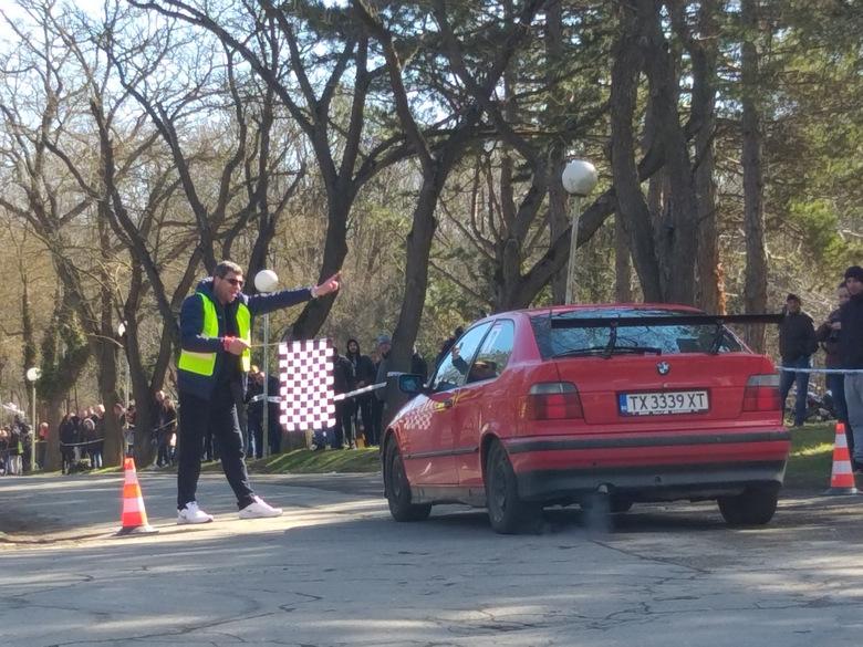 Добричлиийки показаха завидни шофьорски умения в Осмомартенското рали (+СНИМКИ)