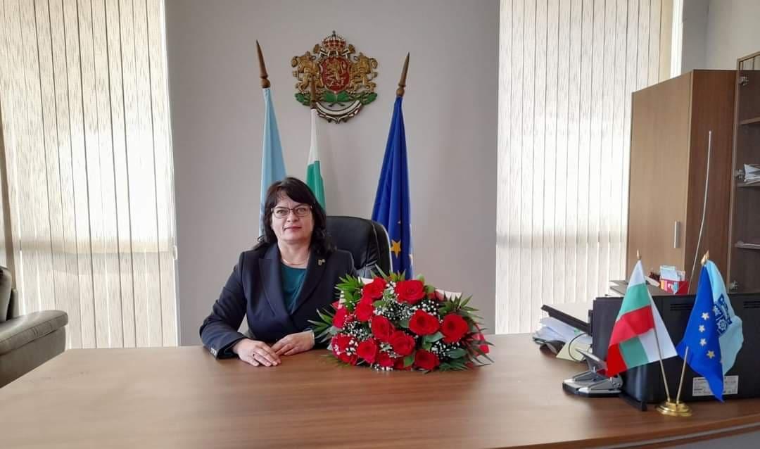 Елена Балтаджиева: Честит празник, скъпи дами!