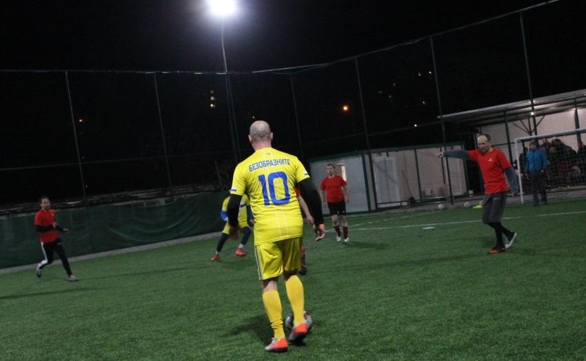 Конфликтни ситуации и напечени мачове съпътстват Аматьорската минифутболна лига