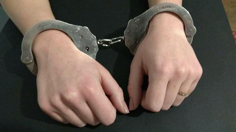 Хванаха млада жена да шофира под влияние на два вида наркотици