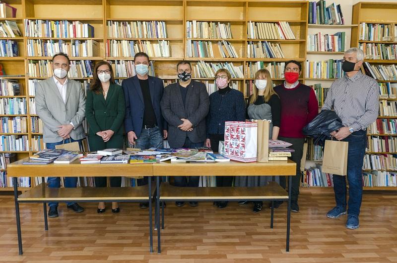 Кандидатите от ГЕРБ–СДС дариха книги за децата на Добрич и призоваха гражданите да помогнат с книги на българските читалища