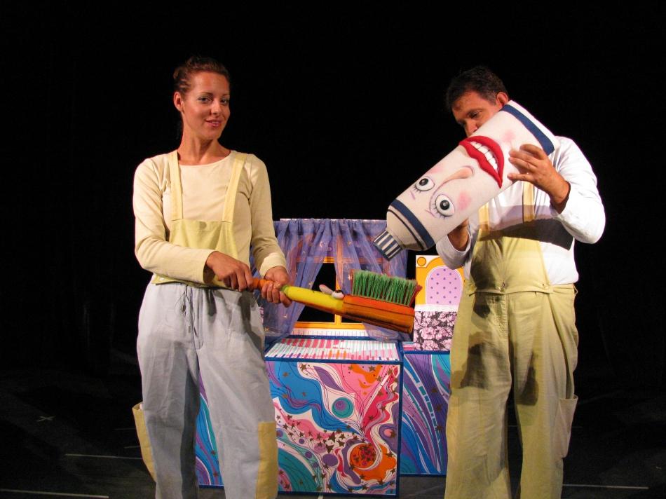 """Държавният куклен театър """"Дора Габе"""" възобновява представленията на открито"""