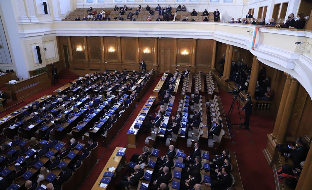 Депутатите приеха оставката на кабинета