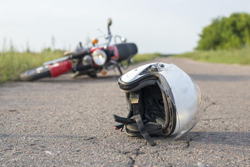Неправоспособен мотоциклетист пострада при катастрофа в добричко село