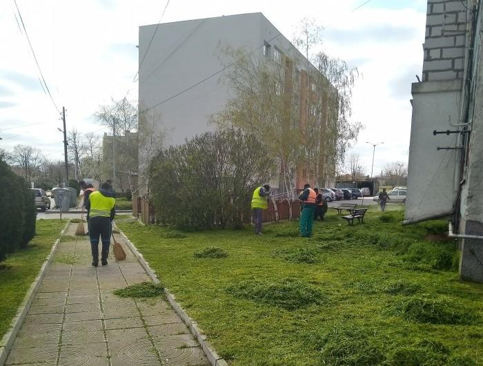 Започна косенето на тревните площи в Генерал Тошево